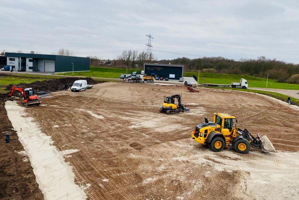 Bedrijfsterrein grond gereedmaken voor bestrating